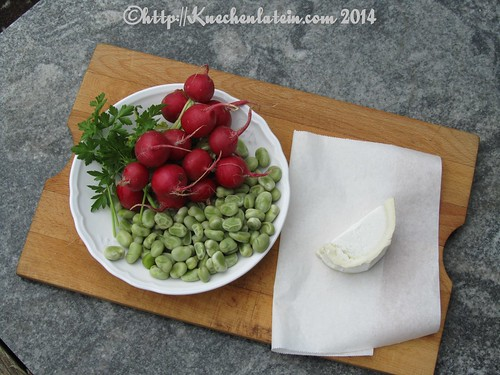 ©Broad beans, white cheese and hot radishes (1)