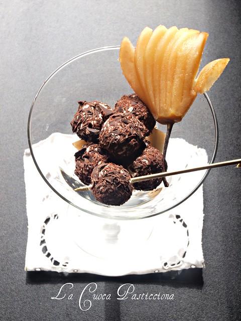 Perle di caprino alle scaglie di cioccolato e pera caramellata