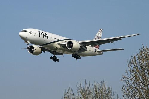 Boeing 777-240ER AP-BHX 1 Pakistan International Airlines