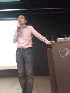 Vpon 技術長暨台灣總經理黃俊傑 (Austin Huang) 說明 Vpon 的模式,以及與 Titanium Mobile 的整合方式