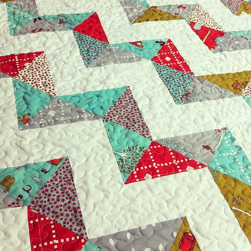 Little Apples Zigzag Baby Quilt
