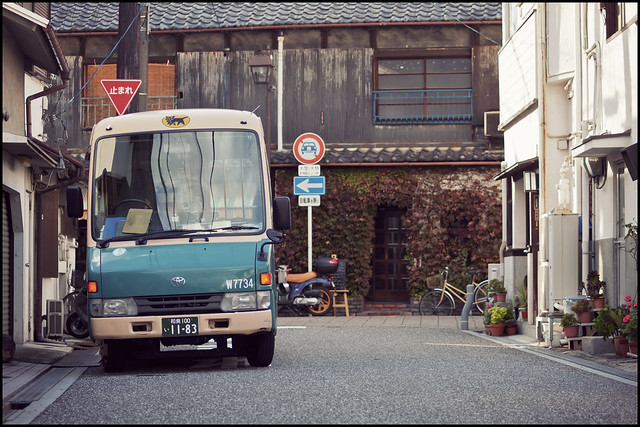 Kuroneko delivery in the old town