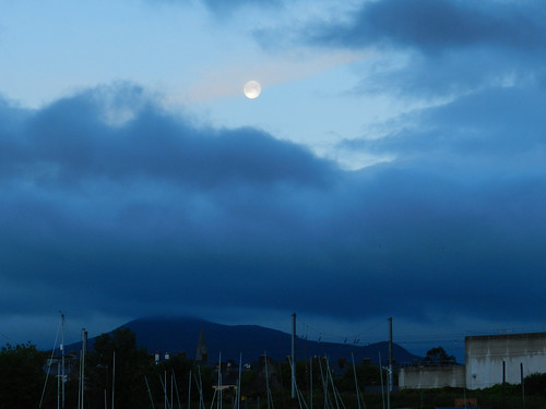 Venus Transit morning in Bray Harbour - moon