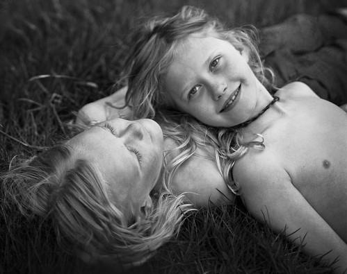 無料写真素材, 人物, 子供  男の子, 兄弟・姉妹, 双子・双生児, アイスランド人, 人物  二人, モノクロ