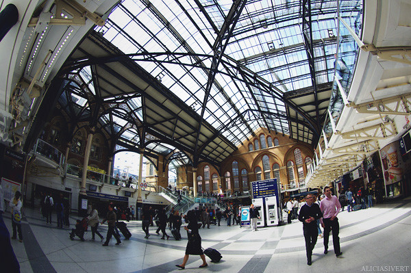 aliciasivert, alicia sivertsson, london, england, Liverpool Street station, train, tåg, tågstation, hus byggnad, house, building