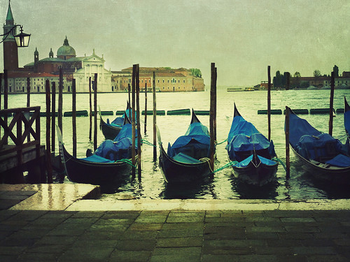 Gondolas under the Rain