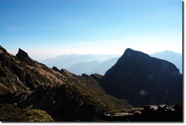 東峰與鳳尾岩