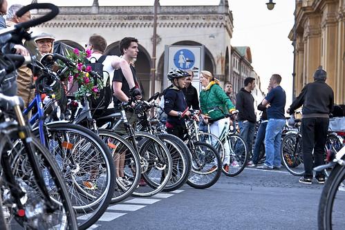Fahrrad fahren in München auf der Radlnacht am Odeonsplatz