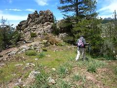 Dans la descente du versant W : un des épaulements obligatoires à trouver