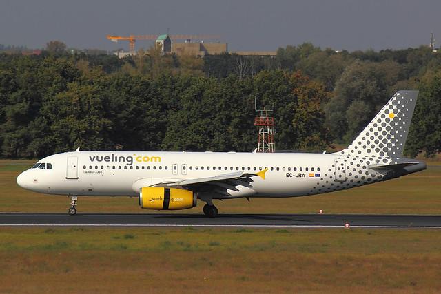 Vueling - A320 - EC-LRA (1)
