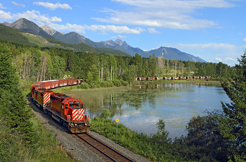 railroad canada mountains water train bc britishcolumbia canadianpacific cp freighttrain emd sd402 castledale wayfreight windermeresubdivision
