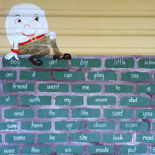 Humpty on the wooden block wall