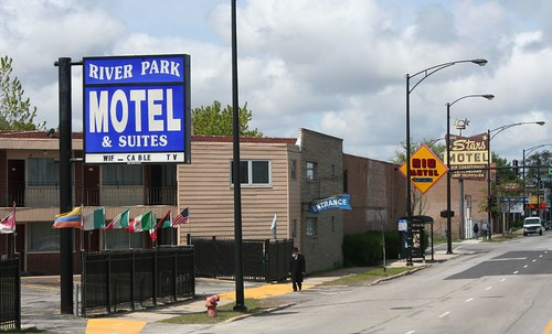 Seed sin lincoln avenue s motel row a chicago sojourn for Motels in chicago
