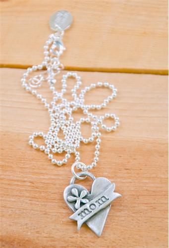 celebrate-mom-necklace-06