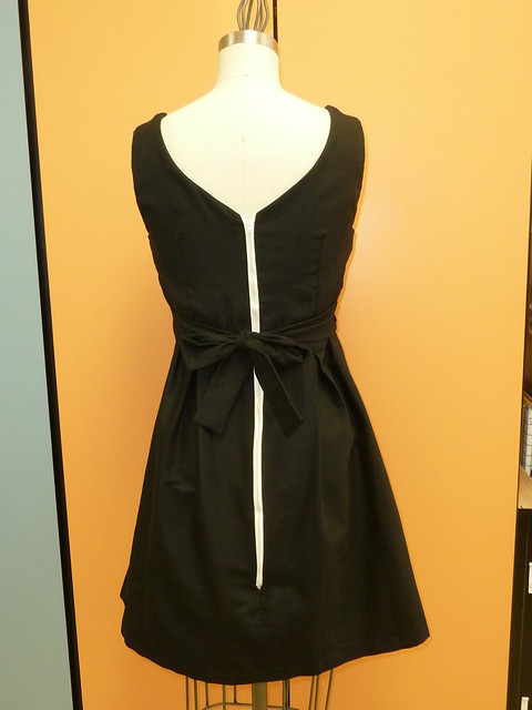 black_pearl_dress_back