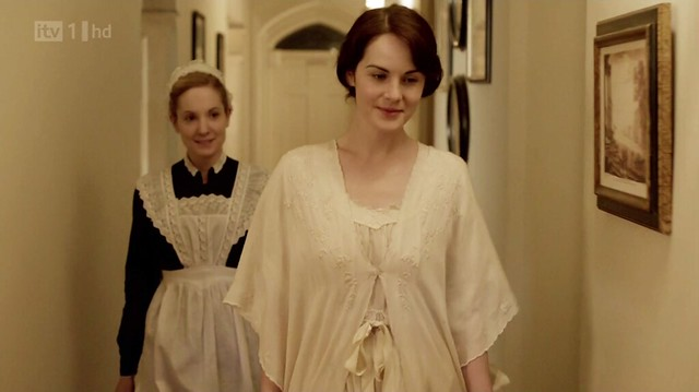 DowntonAbbeyS02E08_Mary_whitenightgown
