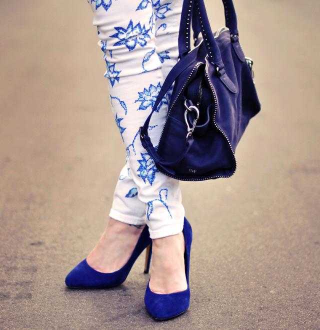 new blue and white floral print jeans -  blue handbag-blue pumps