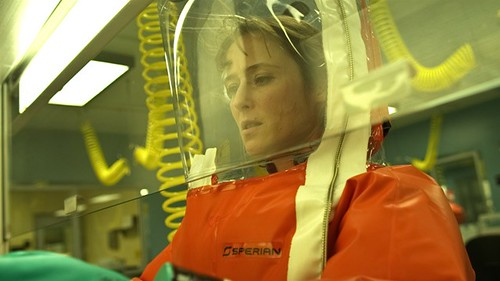 Dr. Ally Hextall (Jennifer Ehle)