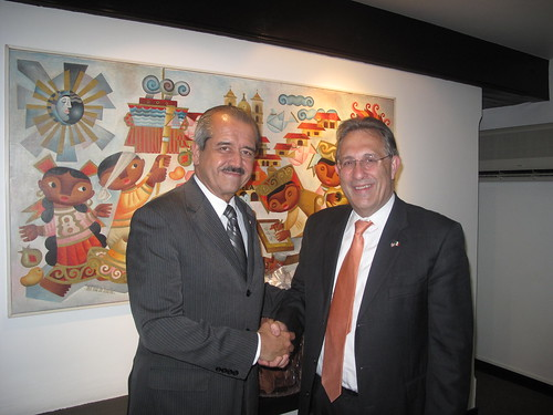 Ambassador Wayne Calls on Public Education Secretary Córdova and Praises Educational Exchanges