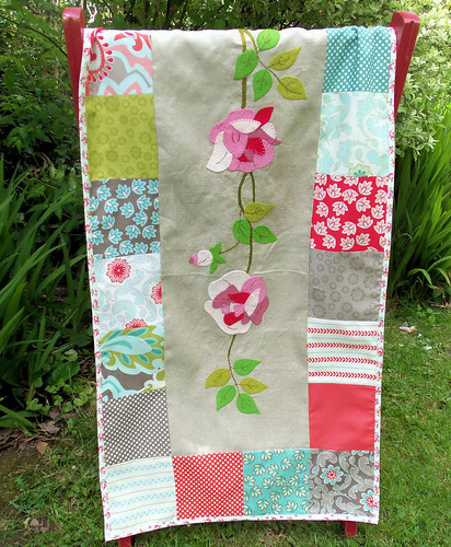 Summer Roses Table Runner (1)