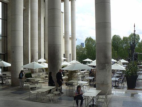 colonnes café musée.jpg