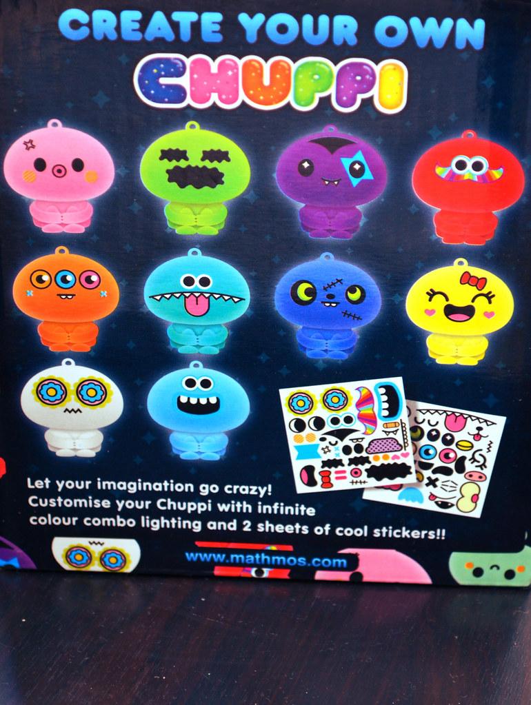 Damit euer Chuppi euch auch Nachts anlächelt, könnt ihr ihm mit den verschiedenen Stickern ein nettes Gesicht zulegen.