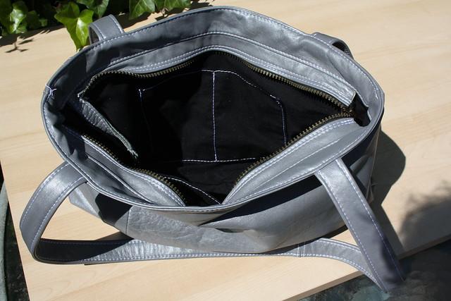 Handgemaakte tas van hergebruikt materiaal