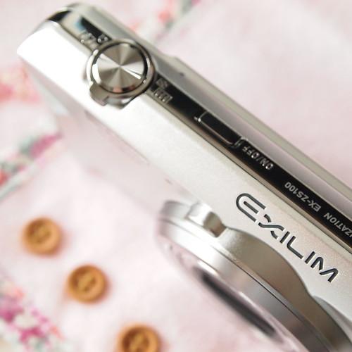 CASIO EXILIM EX-ZS100