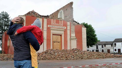 ITALIA - Terremoto in Emilia: Crollo Parrocchia - Una chiesa sulla Bondenese, tra Sant' Agostino e Finale Emilia, in: Corriere Della Sera, il Terremoto a Bologna / BOLOGNA (20/05/2012).