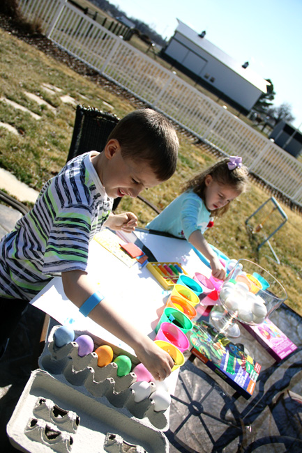 Kids-both-dying-eggs-view-of-barn