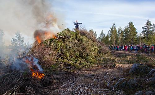 suomi finland easter fire smoke bonfire scandinavia tuli kokko kevät savu pääsiäiskokko karijoki southernostrobothnia paarmanninvuori