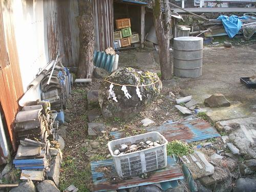 27 路傍で見かけた名も知らぬ岩石信仰(佐賀県)