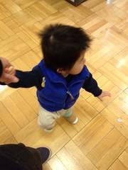 手をつないで歩きます(2012/3/31)