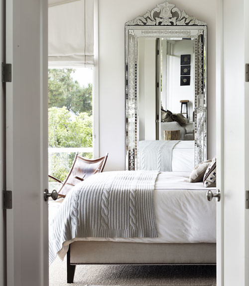 CLX-white-bedroom-with-mirror-wide-open-spaces-0312-xln
