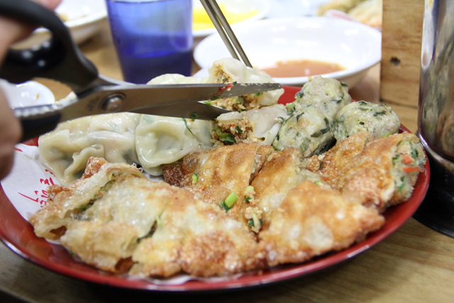 6981827558 900163dd33 o Killer Korean Mandu Dumplings in Insadong!