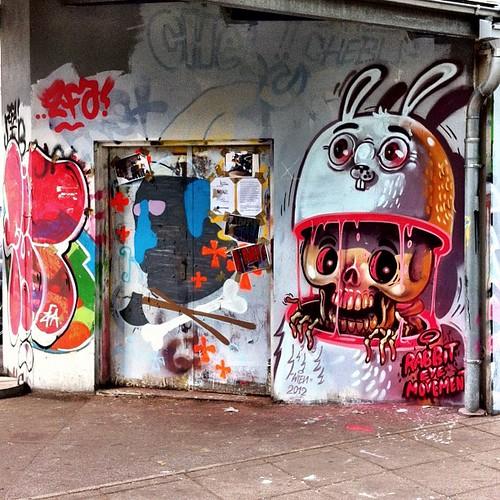 Nychos In da hood #yppenplatz #graffiti #streetart #wall #spray #paint #igersvienna #igersaustria #iphoneartists #iphoneonly #famiglia_vienna #famigliavienna #vienna #instagramersvienna #nychos by famiglia_vienna