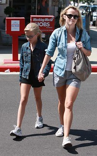 Reese Witherspoon Denim Shirt Celebrity Style Woman's Fashion