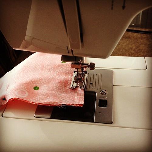 Eeep! I'm sewing!!!