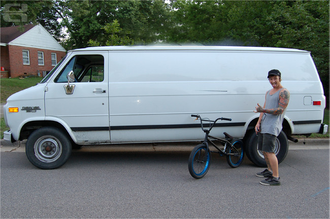 Donga Bike Check Van
