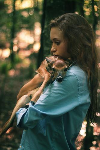 [フリー画像素材] 人物, 女性, 鹿・シカ, 人物 - 動物 ID:201206221400