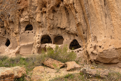 newmexico southwest rock ancient desert whiterock cave nm petroglyphs bandeliernationalmonument