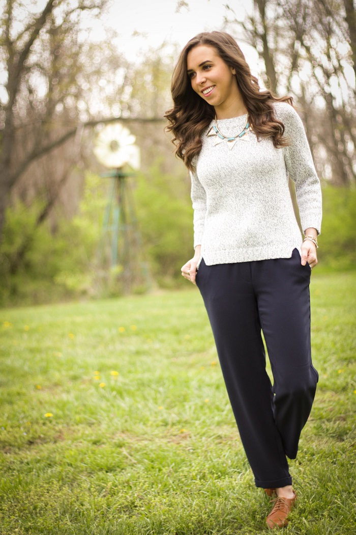 virginia blogger. style blogger. dc blogger.  fashion blogger. va darling. jcrew jogger pants. leather oxfords. hm necklace. gap sweater. casual spring style. 2