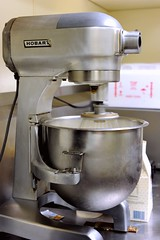 kitchen appliance(1.0), mixer(1.0), small appliance(1.0),