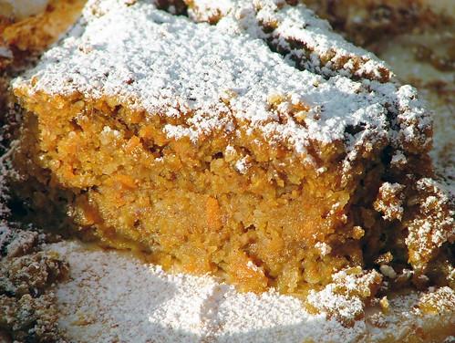carrot cake with nutmeg - torta di carote alla  noce moscata