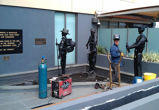 Sculpture at Bentleigh RSL being installed