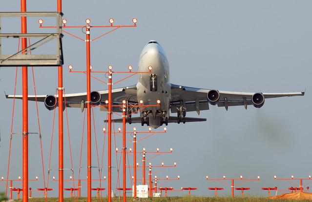 United Airlines (STAR ALLIANCE) Boeing 747-422 (N121UA)