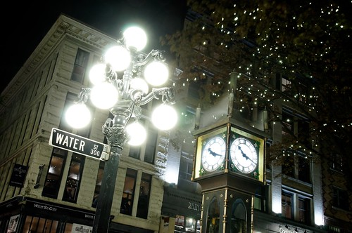 Light and Steam clock in Gastown