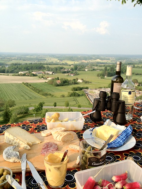 Picnic with a view in Monflanquin