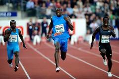 ¿Qué velocidad alcanzan los corredores de 100 metros lisos?