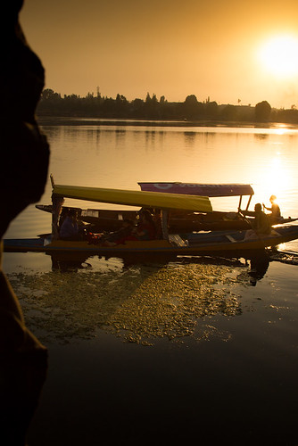 sunset india lake kashmir srinagar houseboats shikara